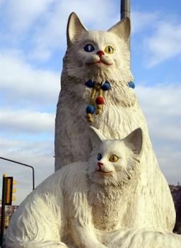 Скульптура котов в Турции